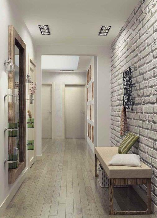 пример яркого стиля прихожей в частном доме