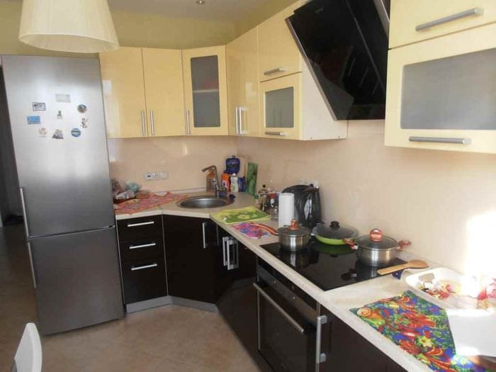 идея яркого стиля кухни 10 кв.м. серии п 44