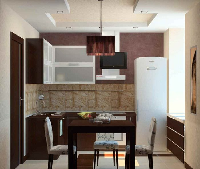 пример яркого декора кухни 7 кв.м