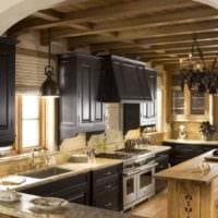 пример яркого стиля кухни в деревянном доме картинка
