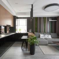 пример яркого декора кухни в загородном доме фото
