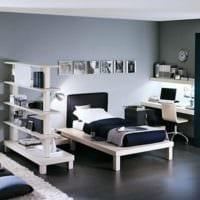 спальня подростка со светлой мебелью