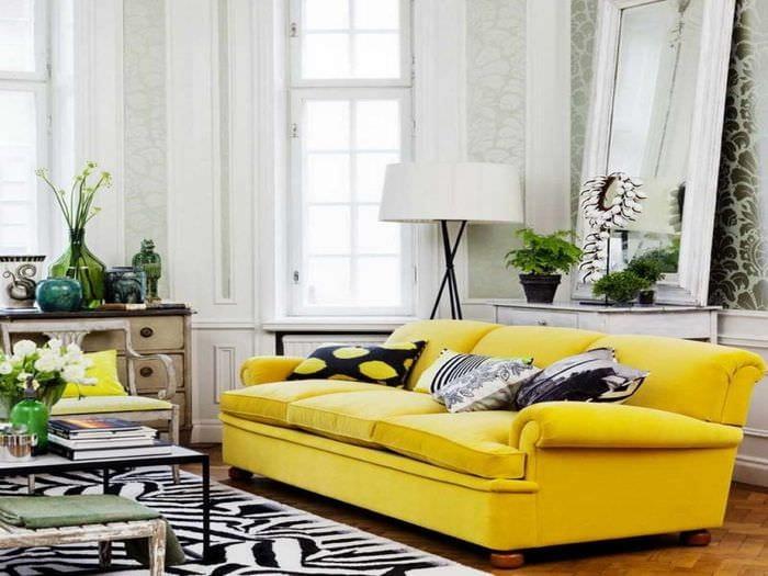 идея применения яркого желтого цвета в дизайне комнаты
