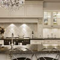 пример красивого интерьера кухни в классическом стиле картинка