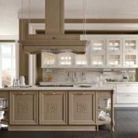 вариант светлого интерьера кухни в классическом стиле картинка
