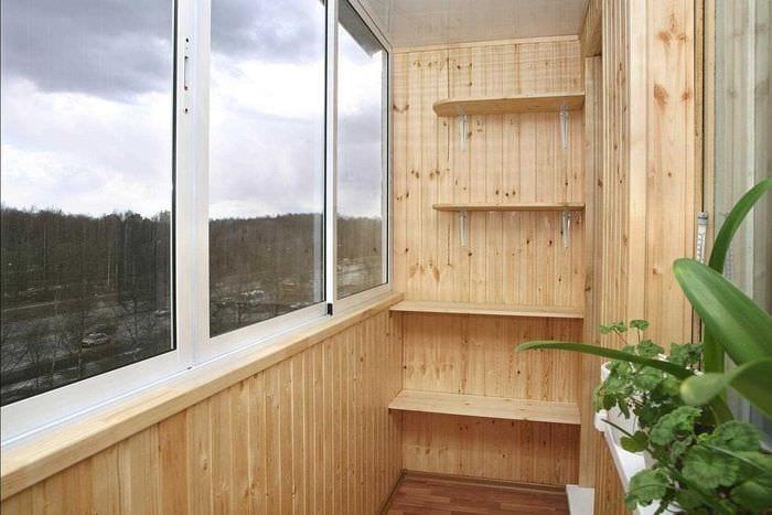 Функциональные идеи по отделке балкона: советы, фото.