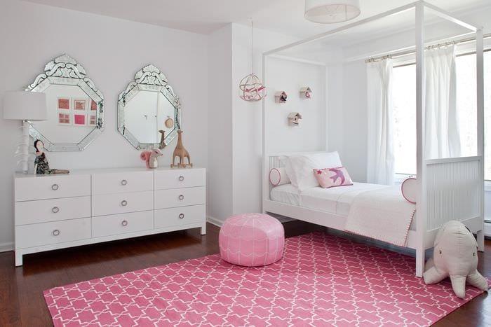 вариант красивого декора детской комнаты для девочки