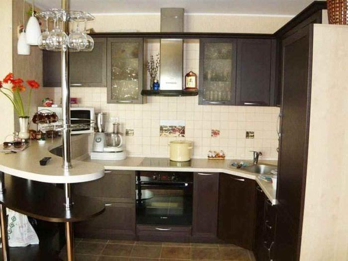 идея необычного стиля кухни 7 кв.м
