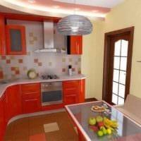 пример яркого декора кухни 11 кв.м картинка