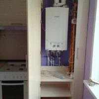 идея красивого дизайна кухни с газовой колонкой картинка