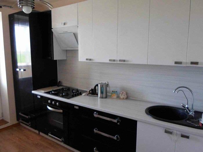 пример яркого дизайна кухни 13 кв.м