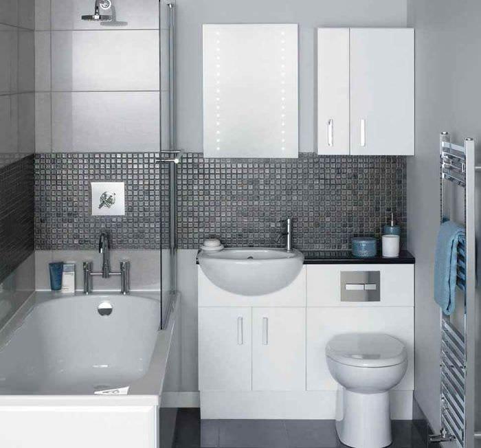 пример необычного дизайна укладки плитки в ванной комнате