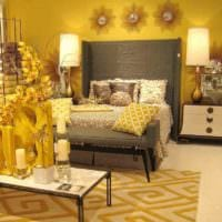 вариант использования светлого желтого цвета в интерьере квартиры картинка