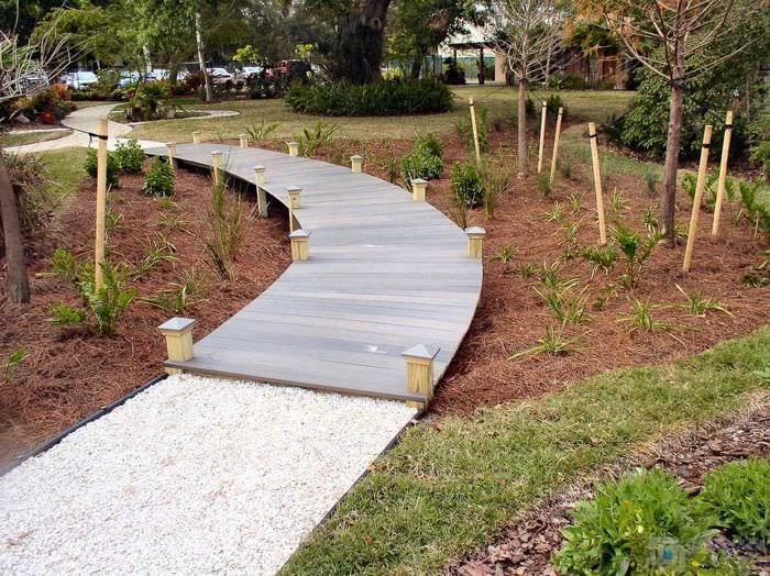 идея применения красивых садовых дорожек в ландшафтном дизайне