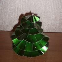 пример создания светлой елки из бумаги своими руками фото