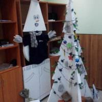вариант создания праздничной елки из картона самостоятельно фото