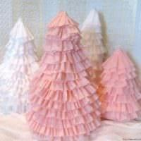 пример создания светлой елки из картона своими руками картинка
