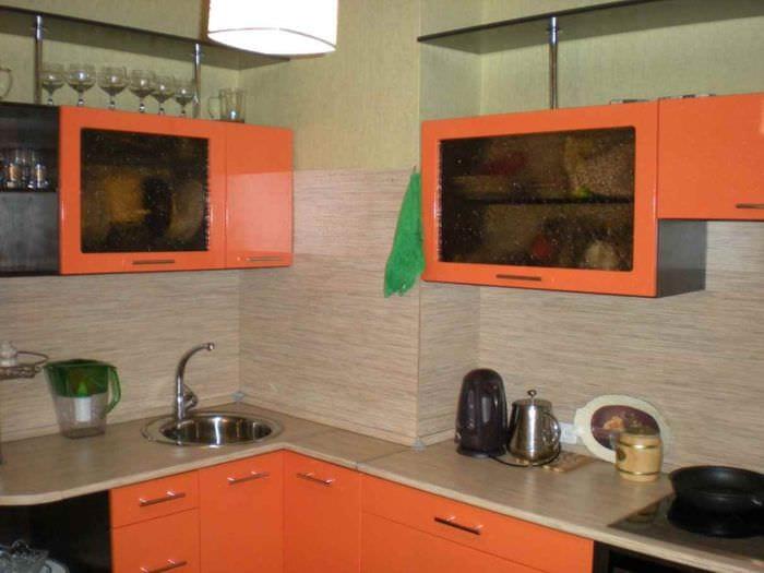 пример необычного декора кухни 10 кв.м. серии п 44