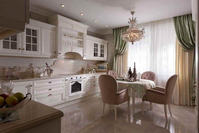 идея светлого интерьера кухни 12 кв.м
