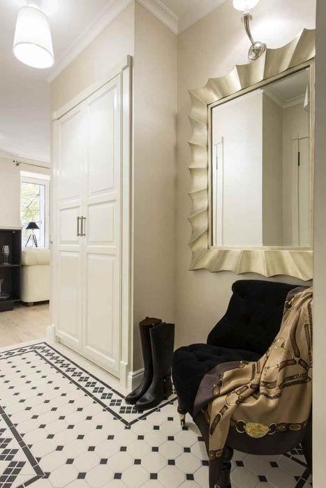 идея яркого дизайна прихожей в частном доме