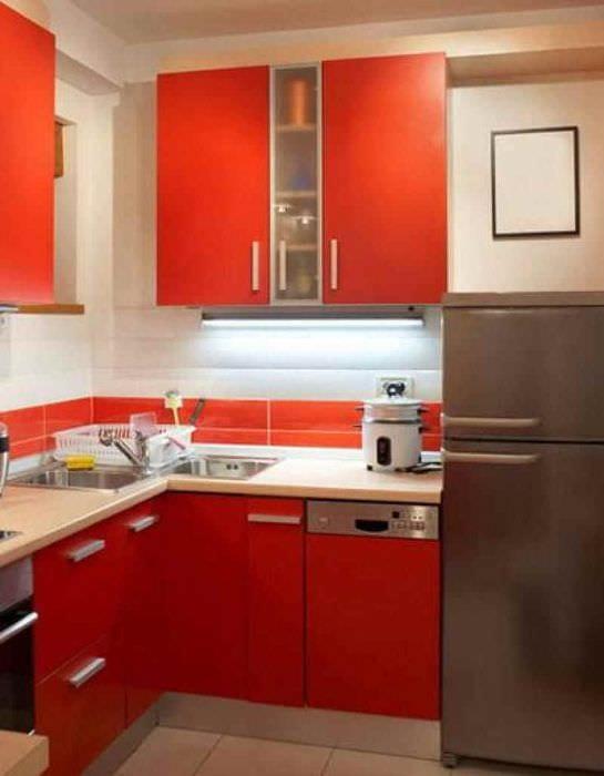 пример необычного декора кухни 7 кв.м