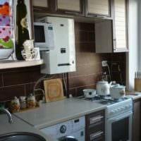 вариант яркого дизайна кухни с газовой колонкой фото