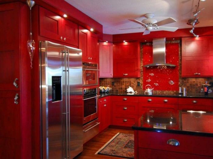 ярко красная кухня