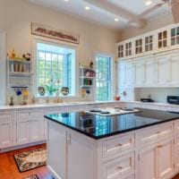 дизайн кухни с большим окном