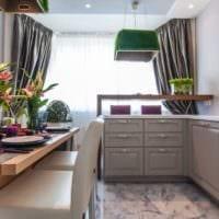дизайн кухни с окном и легкой тюлью