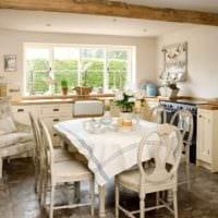 дизайн кухни с окном кантри