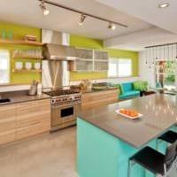 дизайн кухни с окном просторный интерьер