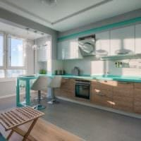 дизайн кухни с окном в голубых тонах