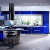 дизайн кухни с окном в современном стиле