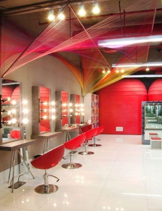 яркий дизайн салона красоты