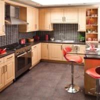 кухня со светлым гарнитуром