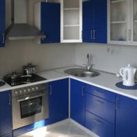 дизайн кухни 6 кв м синий гарнитур