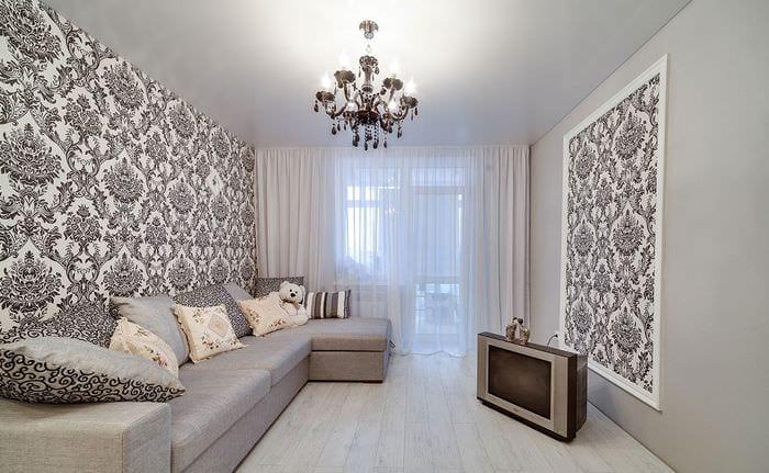белый потолок в гостиной