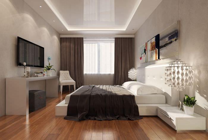 белый потолок в спальне