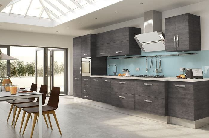 серый гарнитур на кухне