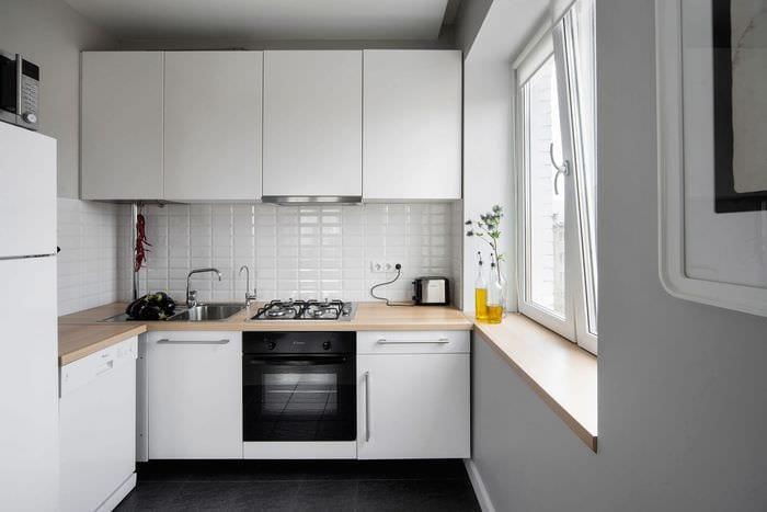 дизайн интерьера квадратной кухни