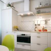дизайн кухни без верхних навесных шкафов декор фото