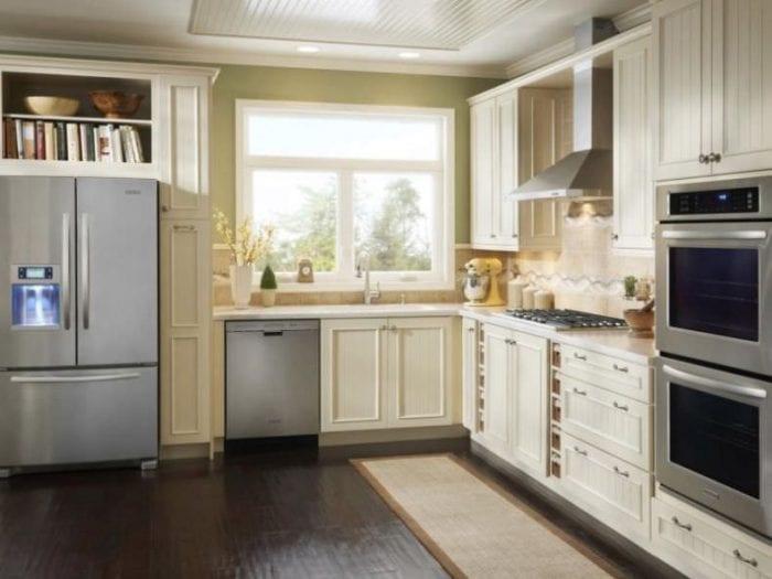 гарнитур в маленькой кухне