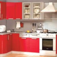 кухня с ярким гарнитуром