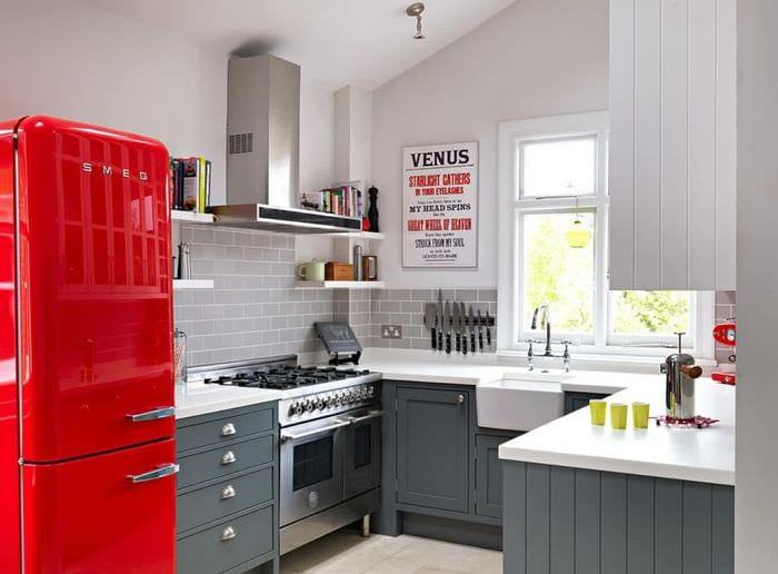 маленькая кухня неправильной формы