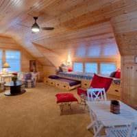 просторный дизайн мансарда в частном доме