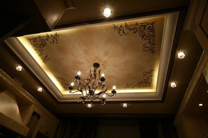 рисунки на потолке в спальне через трафарет