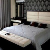 дизайн маленькой спальни кровать у стены