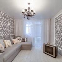 белый потолок в интерьере гостиной