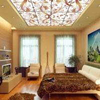 дизайн скошенного потолка в спальне