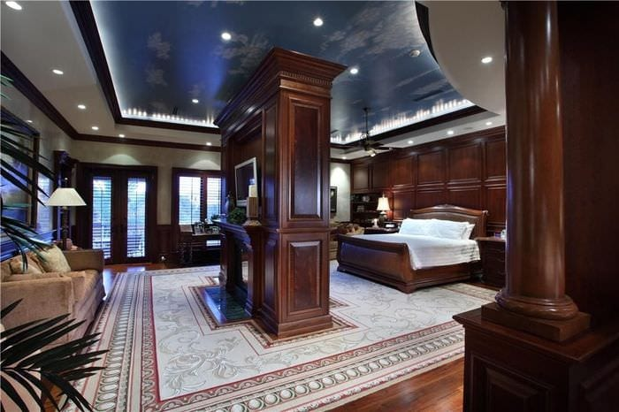 классическая спальня в темных тонах